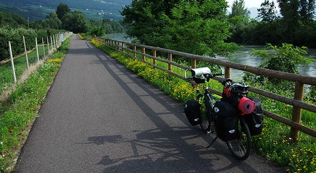 La Bici sulla pista ciclabile nei pressi di Egna - Italia In Bici